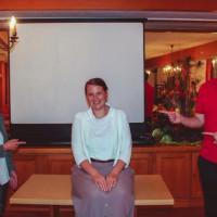 Dr. Carolin Wagner zusammen mit Gertrud Maltz-Schwarzfischer und Sebastian Koch.